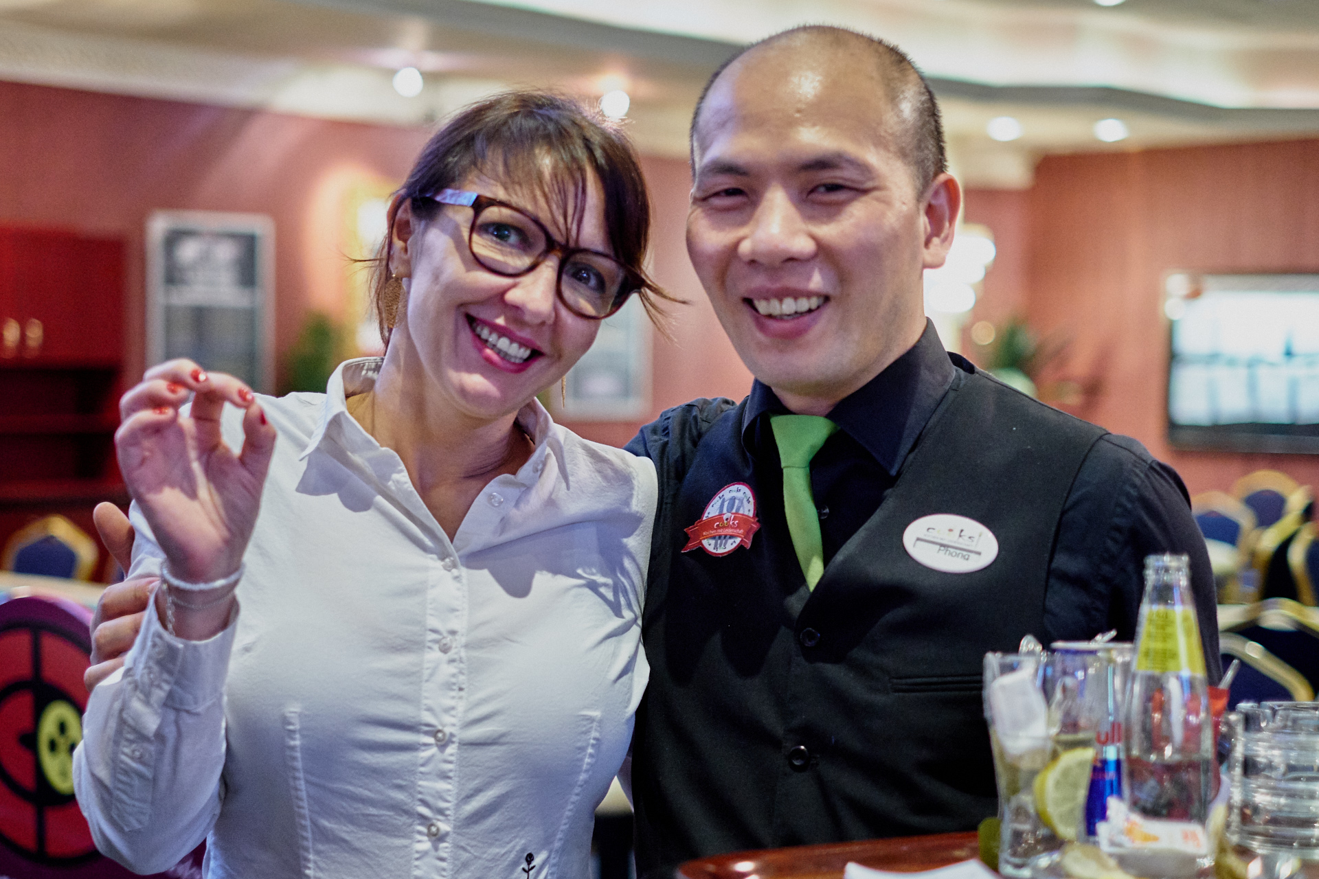 CCC partypoker Grand Prix Austria 2018 CCC Simmering Floormanagerin Rosana Simon und COOKS Ober Phong